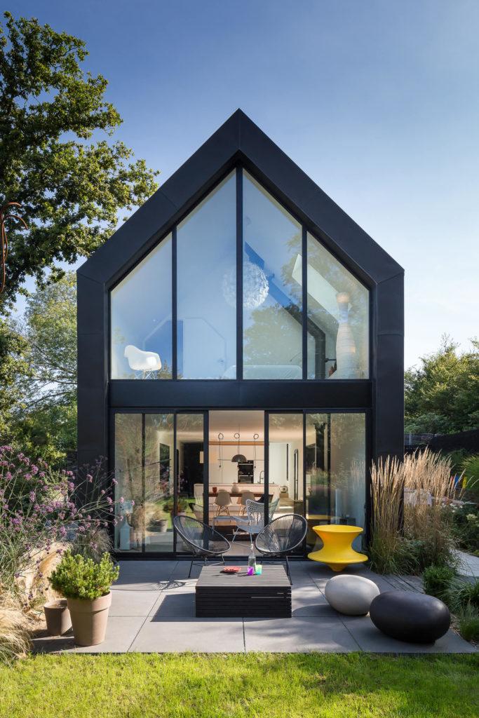 Jardin black barn contemporain