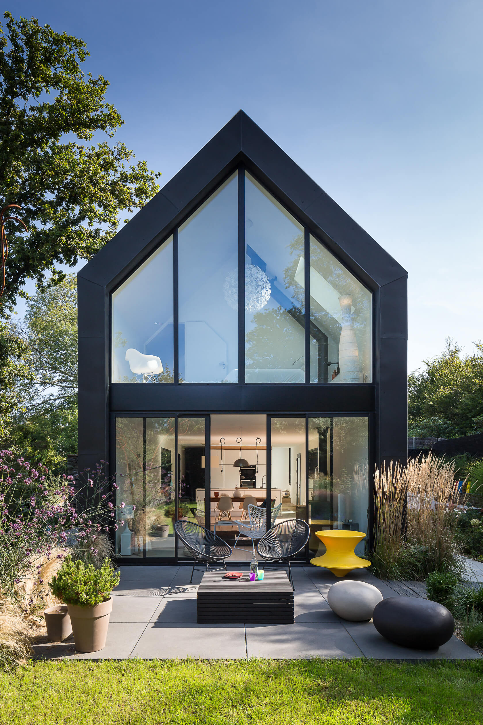 Jardin black barn contemporain